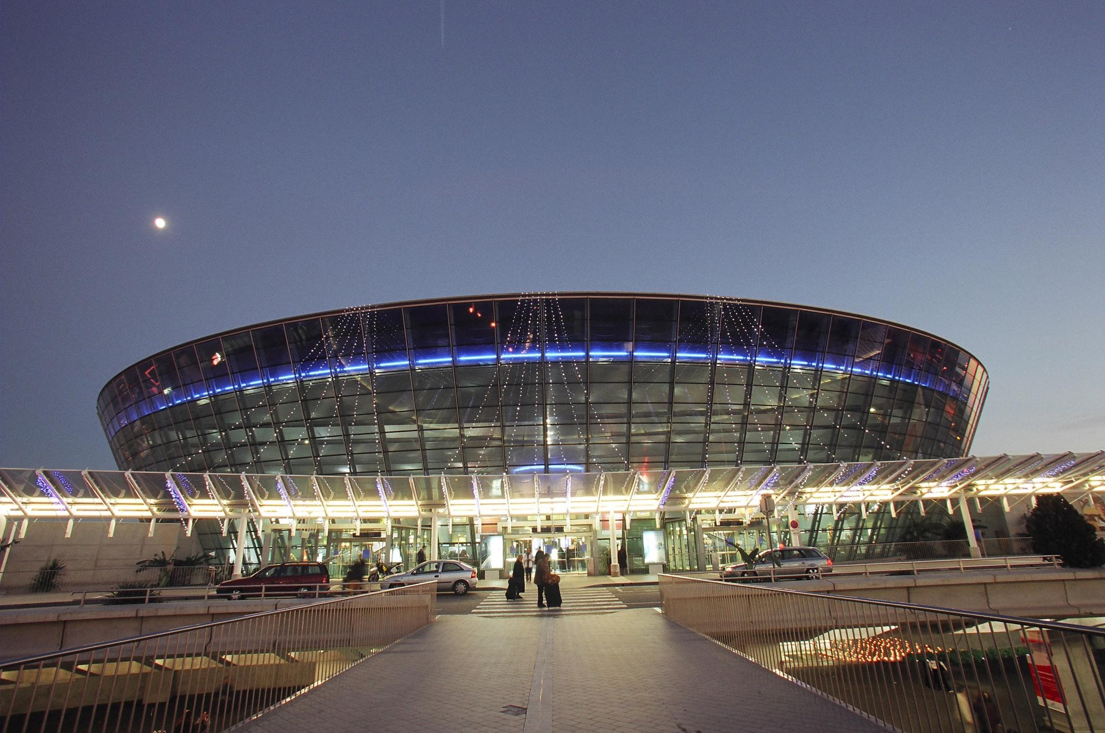 Ext.-nuit-T2-Aeroport-Nice